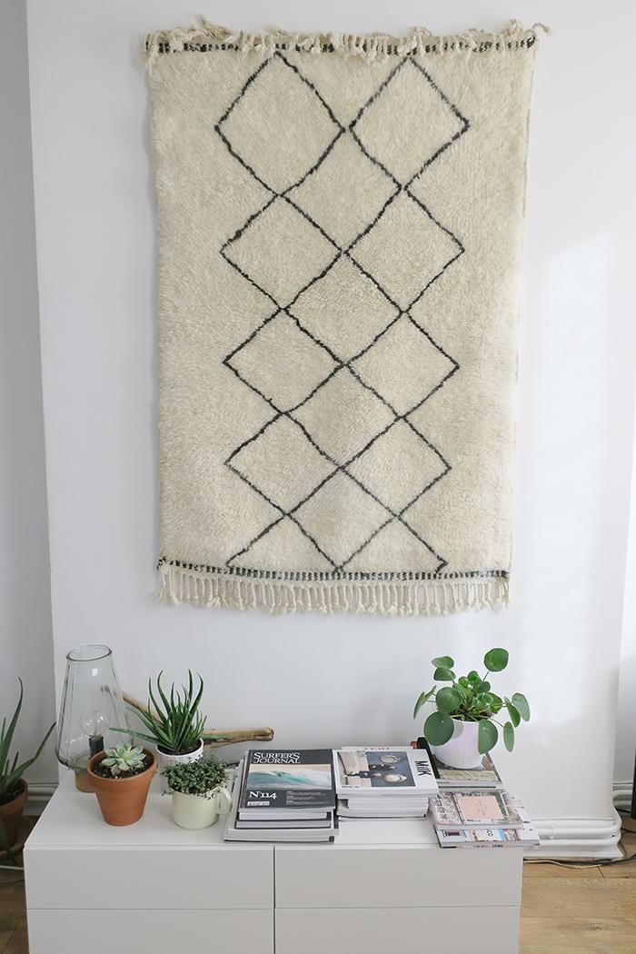 accrocher un tapis au mur - astuces - tapis berbère sukhi