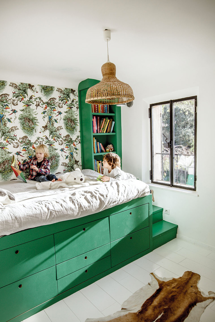 Un lit cabane dans une chambre d 39 enfant blueberry home for Bedroom interior designs green