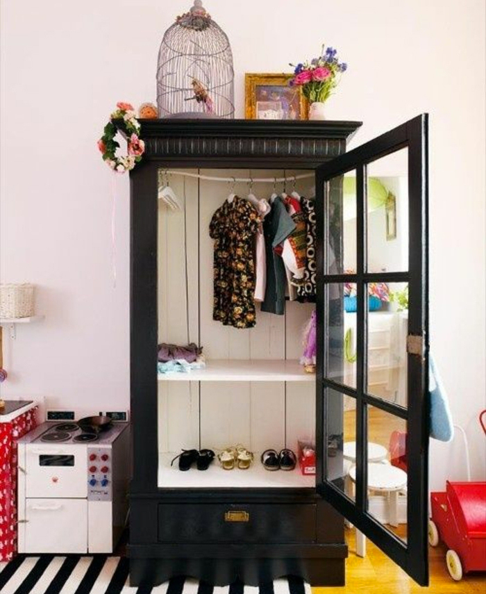 déco chambre d'enfant armoire ancienne