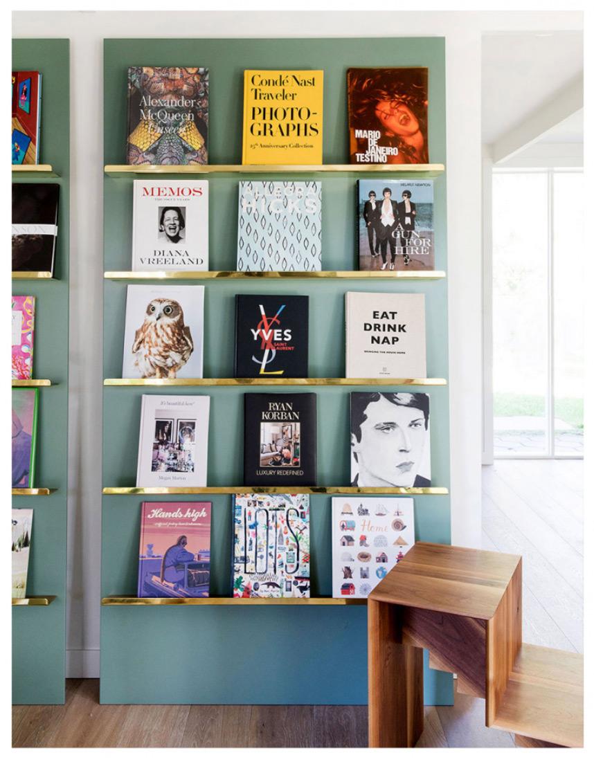 visite privée mur bibliothèque bleu vert